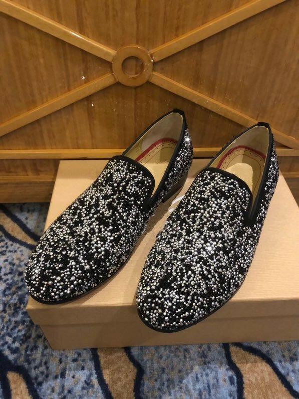 Mocasines de diseñador de lujo para hombre, zapatos de boda, vestido de noche, diamantes de imitación, zapatillas sin cordones, náuticos, informales, fondo rojo