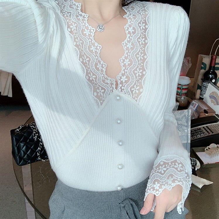 Off-white V-neck Lace Stitching Bottoming Shirt Women's Autumn and Winter Inner Knitted Top Western Style All-Matching High-End