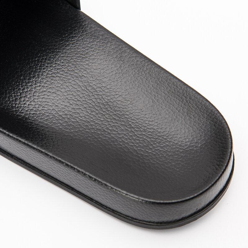 Pantoufles d'été pour hommes et femmes, chaussures simples, noires et blanches, antidérapantes, pour la salle de bain, tongs d'intérieur à plateforme