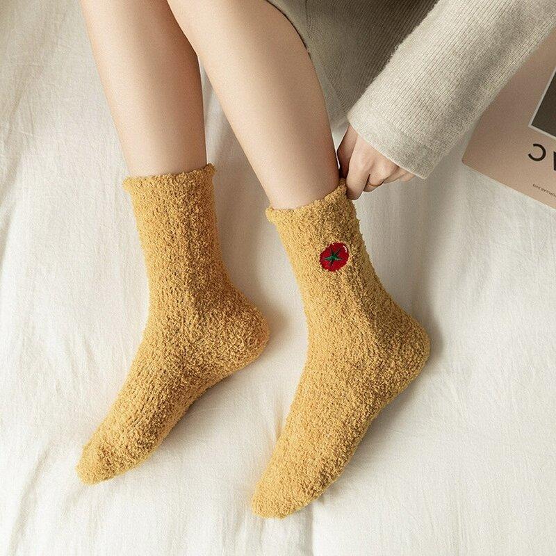 Socken Frauen Obst Stickerei Herbst Winter Korallen Samt Fuzzy Socken Warme Kawaii Weiß Schwarz Dicken Socke Damen Meias Soks