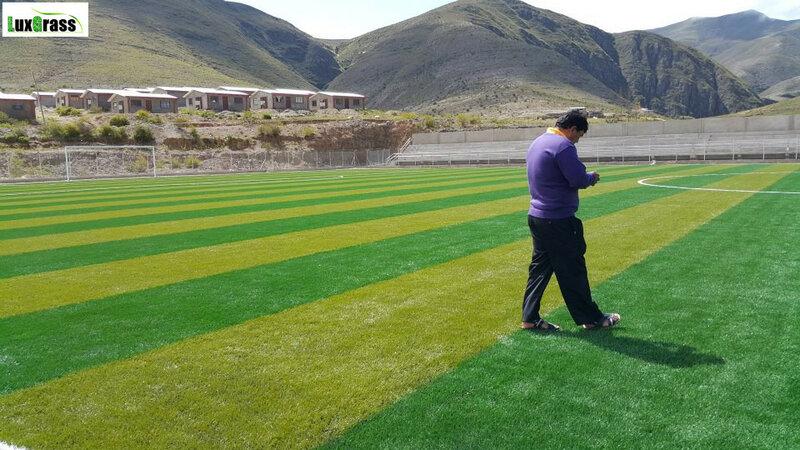 ملعب كرة قدم من العشب الاصطناعي