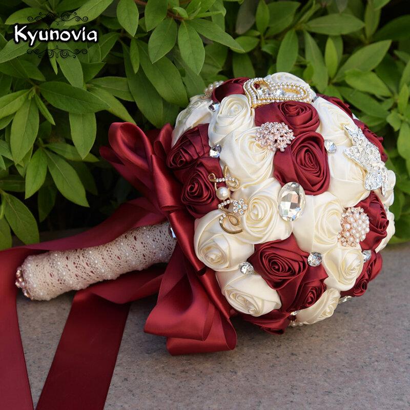Kyunovia In magazzino Da Sposa Stunning fiori Bianco Damigella D'onore Bouquet Da Sposa artificiale Rosa Bouquet Da Sposa FW139