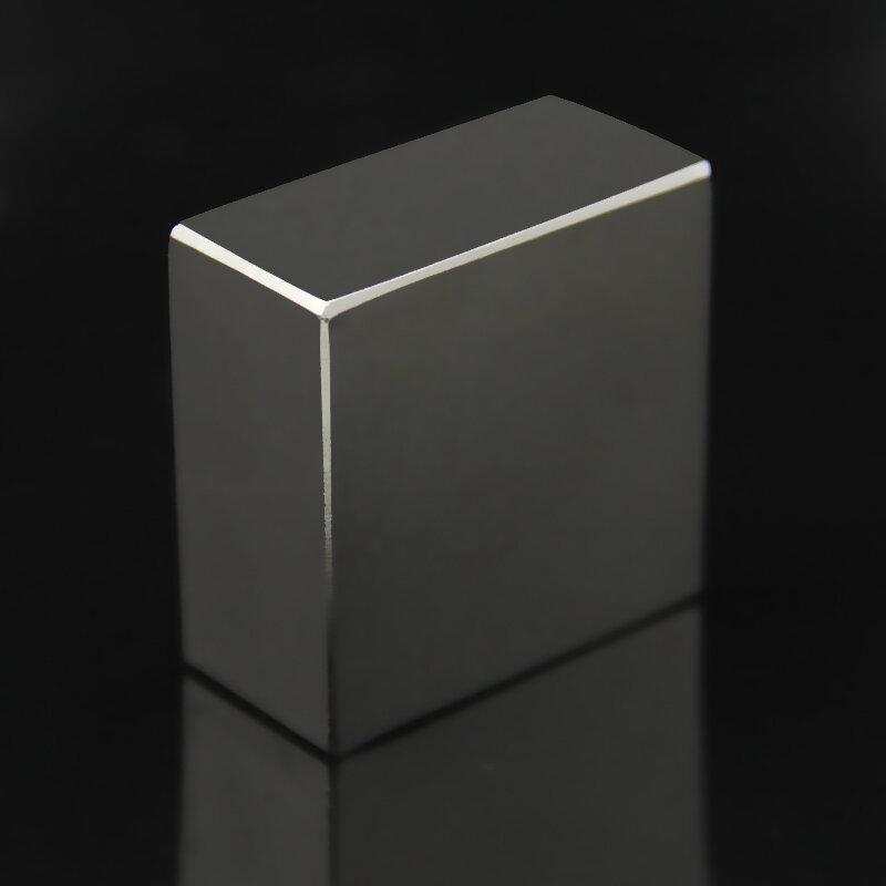 مغناطيس قوي جدًا N52 40 × 40 × 20 مللي متر ، كتلة مغناطيسية أرضية نادرة NdFeB من النيوديميوم ، مغناطيس N40 N52 D40mm