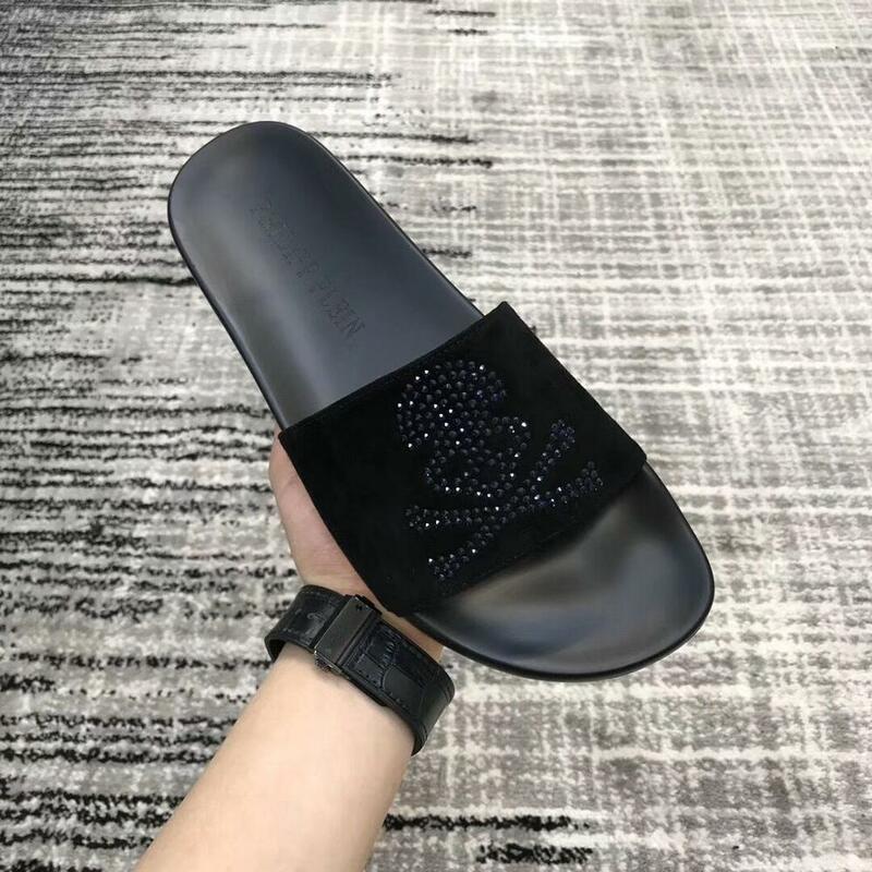 Zapatillas de marca de lujo para hombre, sandalias con diamantes de imitación, con remaches, planos e informales, venta al por mayor